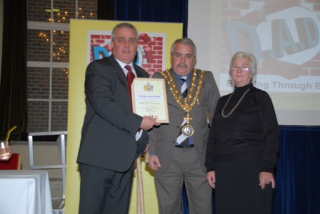 Photo of Gateway Club representatives receiving Award from the Mayor