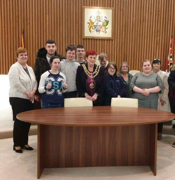 Photo showing Young People and Staff with Mayor Veronica Copeland